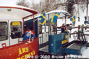 The two conductors take the opportunity to plan the evening's activities when the cars meet at the center station. Funicular at Åre.